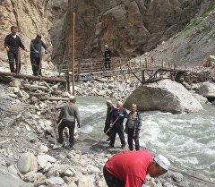Ремонт моста в селе Зардалы Баткенской области