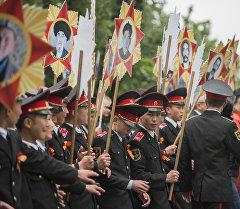 Участники акции Бессмертный полк в Бишкеке .Архивное фото