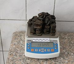 Изъятый гашиш весом 1 килограмм 372 грамма, расфасованный в брикеты и в виде коробков