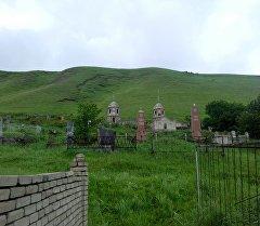 Сокулук районундагы Асыл-Баш айылында нөшөрлөгөн жаан этегинде көрүстөн жайгашкан тоодон жер көчкү жүрүү коркунучун жаратты