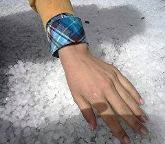 Частицы льда в последствии града в Таласской области