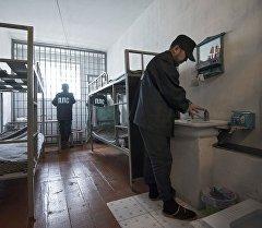 Кыргызстанда камактагы адамдар . Архив
