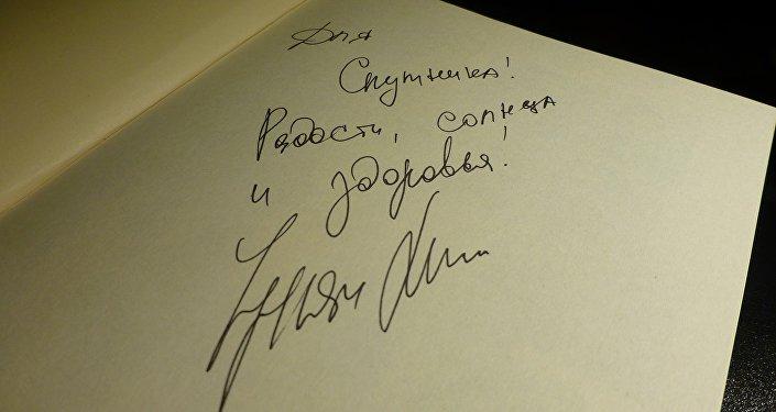 В День Победы в лондонской церкви St Paul's Church в Ковент-Гардене известная актриса Чулпан Хаматова прочла фрагменты из Детской книги войны