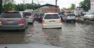 WhatsApp: машины плавали на парковке Аламединского рынка