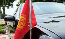 Кортеж автоунаасындары Кыргызстандын желеги. Архив