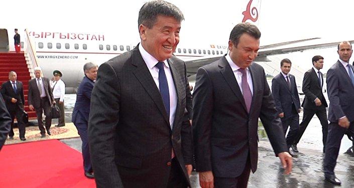 Премьера Жээнбекова в Душанбе встретили коллега и военные