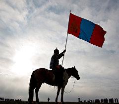 Монголиянын желегин кармаган атчан. Архив