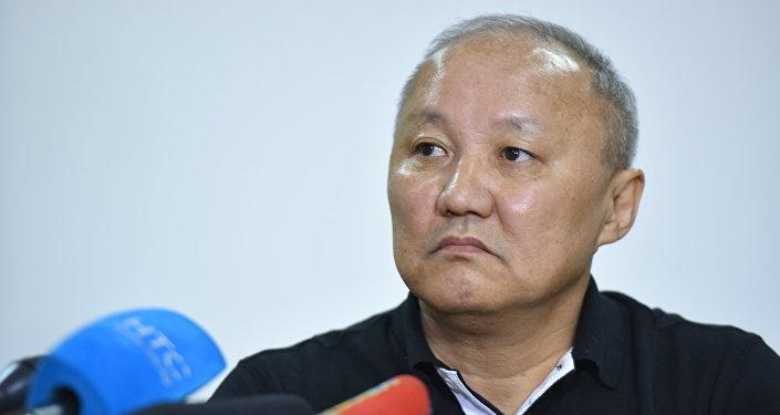 Бишкектин экс-мэри Нариман Түлеев ал маалымат жыйыны учурунда