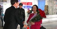 Героиня первой азиатской клубнички прилетела в Кыргызстан