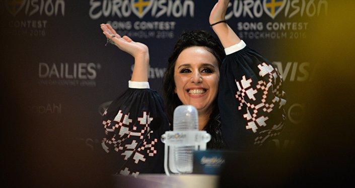 По результатам голосования национальных жюри и зрителей конкурса Евровидение-2016 представительница из Украины Джамала получила 534 балла.
