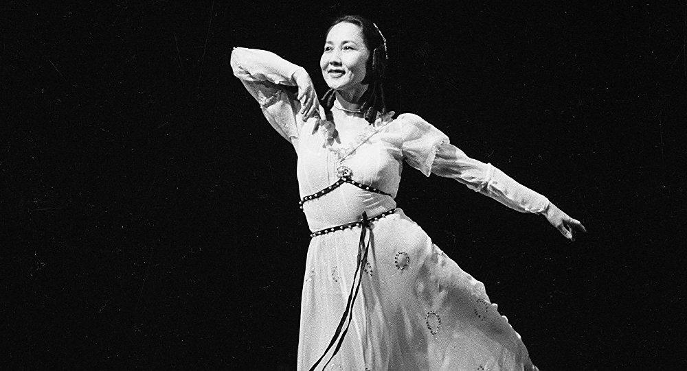 Кыргыз балетинин ханышасы аталган Бүбүсара Бейшеналиеванын архивдик сүрөтү
