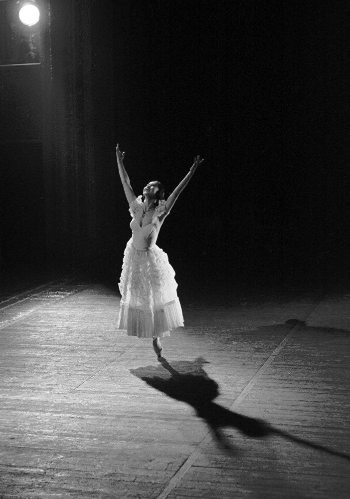 90-летие кыргызской балерины Бюбюсары Бейшеналиевой