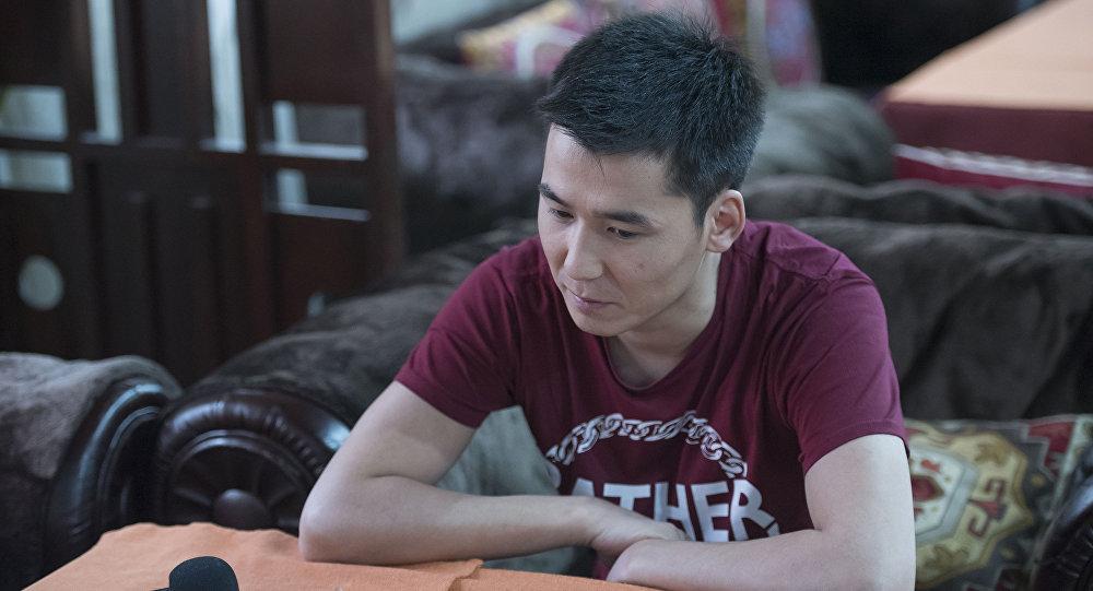 Заслуженный артист Кыргызстана, известный певец Мирбек Атабеков. Архивное фото
