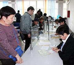 Кыргызстандын каттоо кызматынын иши. Архивдик сүрөт