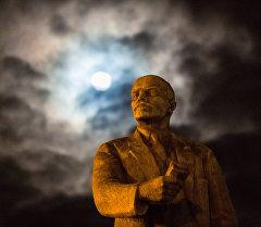 Памятник В.И. Ленину. Архивное фото