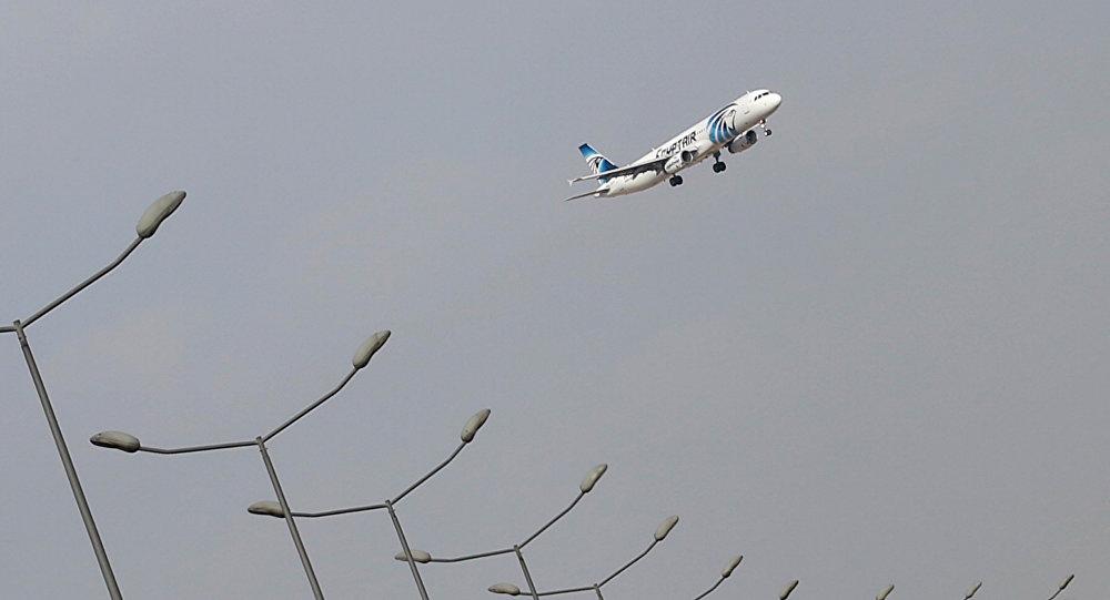 Самолет EgyptAir упал,— Олланд