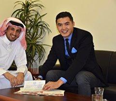 Капитан сборной Кыргызстана по футболу Азамат Байматов во время подписания двухлетнего контракта с одним из топ-клубов Бахрейна — Аль Риффа