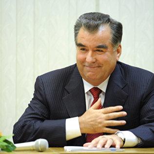 Тажикстандын президенти Эмомали Рахмондун архивидк сүрөтү
