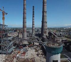 Реконструкция, көк тиреген түтүктөр. Бишкектеги ТЭЦтин асмандан көрүнү