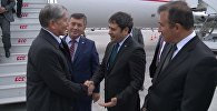 Атамбаевди  Стамбулдагы аэропортто элчи Жунусов жана Түркиялык  атками