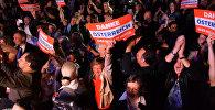 Сторонники аплодировали лидирующему на президентских выборах в Австрии Хоферу
