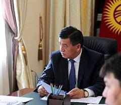 Премьер-министр КР Сооронбай Жээнбеков во время встречи с председателем ФУГИ Алмазбеком Кадыркуловым