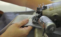 Пошивочная операция в цехе. Архивное фото