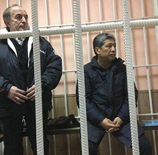 Подсудимые Хаджимурат Коркмазов и Данияр Нарымбаев в суде. Архивное фото