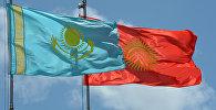 Кыргызстан Казакстан желектери. Архивдик сүрөт