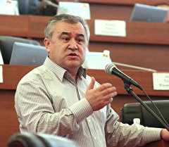 Депутат Өмүрбек Текебаев. Архив