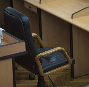 Кресло на заседании правительства Кыргызстана. Архивное фото