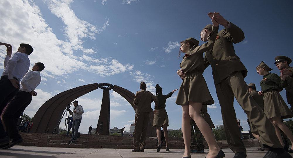 Участники акции Вальс Победы. Архивное фото