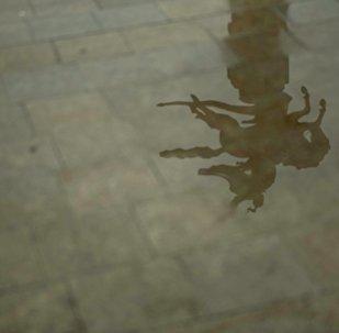 Манас айкелинин сууда чагылышы. Архивдик сүрөт