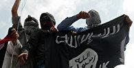 Ислам мамлекетинин желегин кармаган демонстранттар. Архив