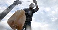 Житель села набирает воду из колонки. Архивное фото