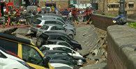 Около 20 машин провалились в яму в центре Флоренции. Кадры с места ЧП