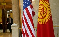 Флаги Кыргызстана и США. Архивное фото