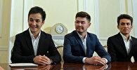 Участники танцевальной группы Тумар КР и Атай Омурзаков. Архивное фото