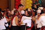 Плач и радость выпускников на Последнем звонке в Бишкеке