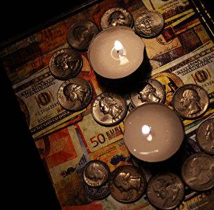 Доллары США и евро. Архивное фото