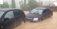 Автомобили в грязевой массе. Кадры из Кадамджая, где сошел сель