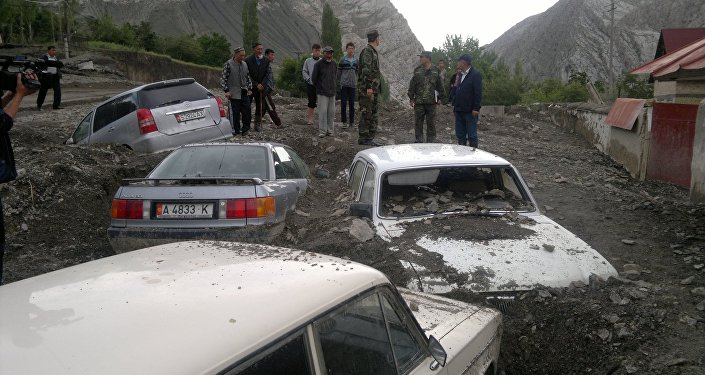 В пятницу днем селевые потоки унесли машину, в салоне которой были шесть человек