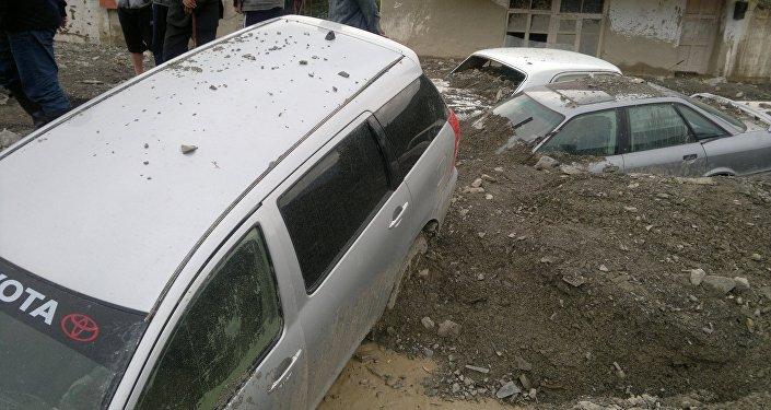 Из-за разгула стихии 15 легковых авто получили различные повреждения