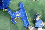 Обломки рухнувшего пассажирского самолета EgyptAir в Средиземном море