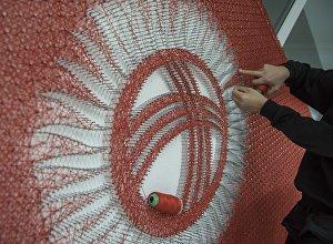 Государственный флаг Кыргызстана сделанная методом String art на день флага. Архивное фото