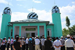 Баткен районунун Чоң-Талаа жана Карабак айылдарында заманбап курулган эки мечиттин бири