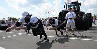 Поднять трактор: силачи соревновались на Кубке Восточной Европы