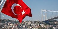 Флаг Турции на берегу Мраморного моря. Архивное фото