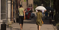 Люди на улицах Бишкека. Архивное фото