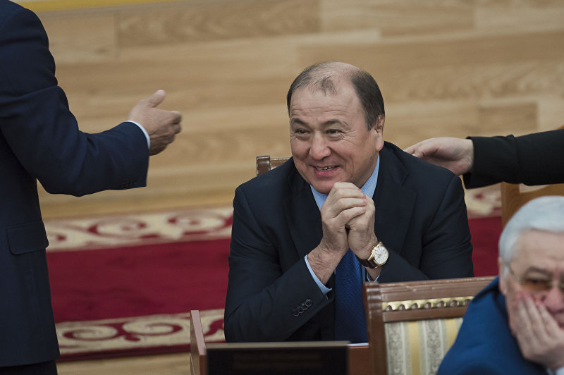 Министр внутренних дел Кыргызской Республики Мелис Турганбаев в Жогорку Кенеше